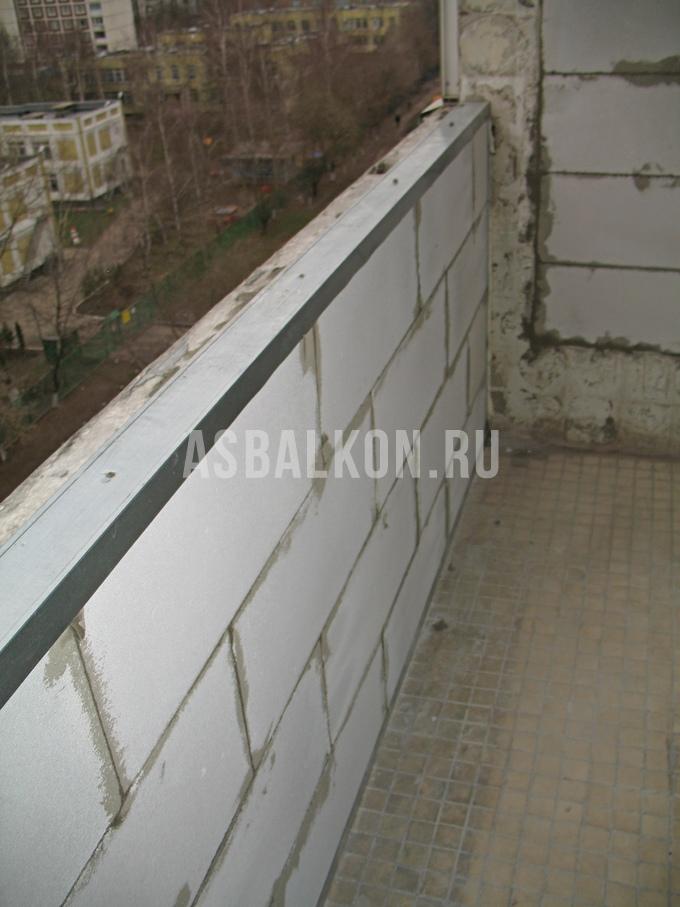 Отделка парапета на балконе.