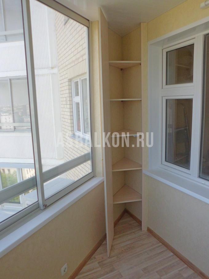 Установка мебели на балконе.